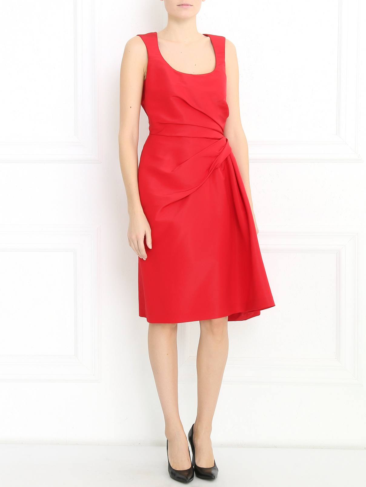 Платье-футляр из шелка с драпировкой Carolina Herrera  –  Модель Общий вид  – Цвет:  Красный