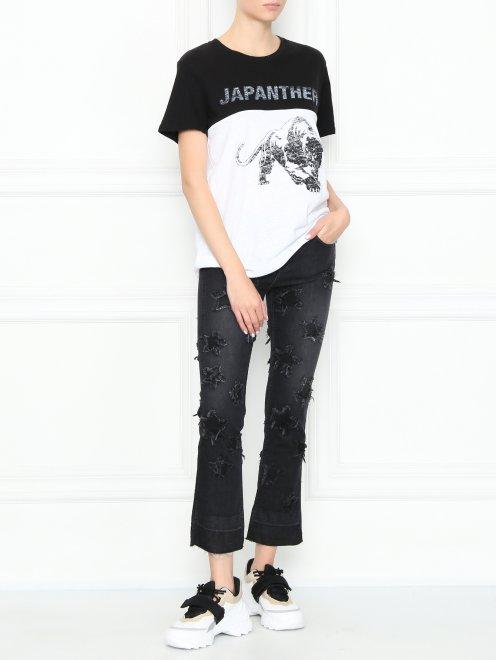 Укороченные джинсы с потертостями - Общий вид