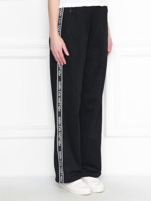 Спортивные брюки на резинке с контрастной отделкой - МодельВерхНиз