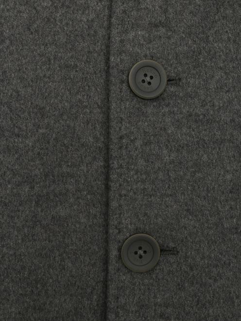 Пальто из кашемира на пуговицах  - Деталь