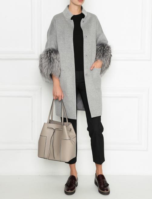Пальто из шерсти с отделкой мехом енота - Общий вид