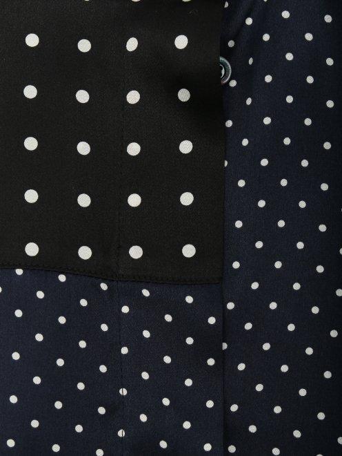 Блуза ассиметричного кроя из шелка в горох - Деталь