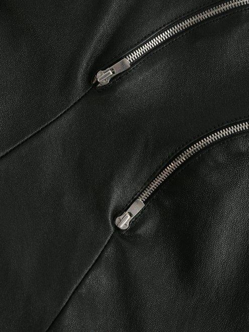Брюки из кожи узкого кроя с декоративными молниями - Деталь