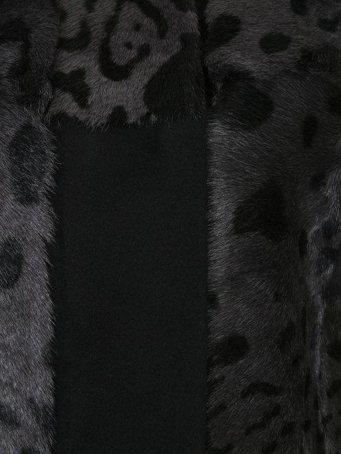 Пальто из меха козы с рукавами 3/4 - Деталь