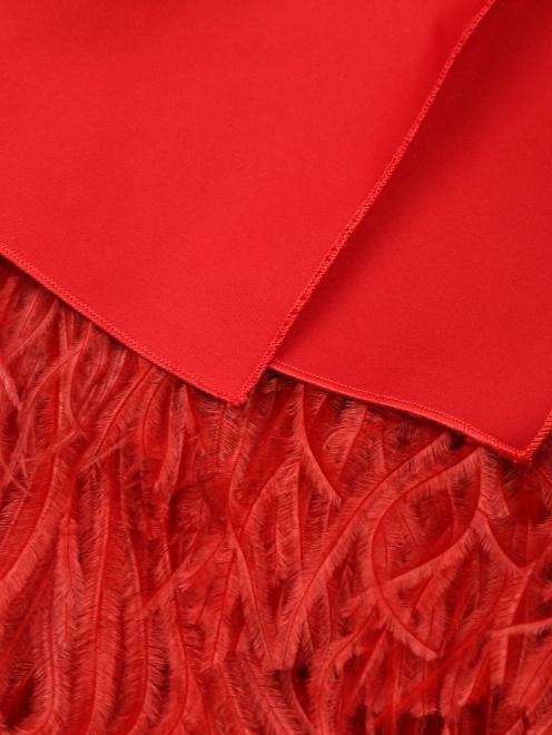 Платье-мини декорированное перьями - Деталь