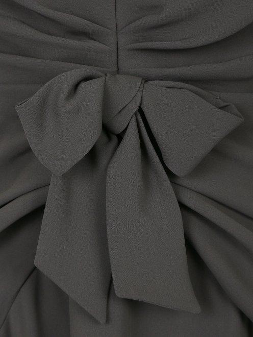 Платье-макси из шелка с драпировкой - Деталь