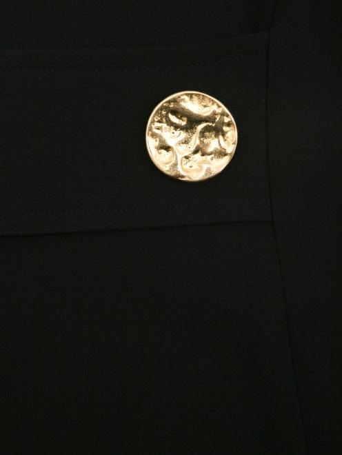 Платье макси с металлическими пуговицами и ассиметричным воротником  - Деталь